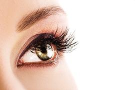 Auge einer jungen Frau.